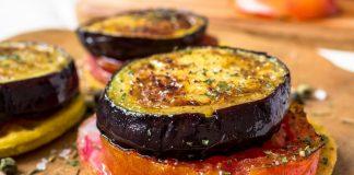 Blini met aubergine en tomaat