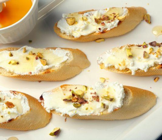 Crostini met geitenkaas en noten